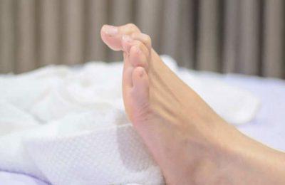 tại sao lại bị chuột rút bắp chân khi ngủ